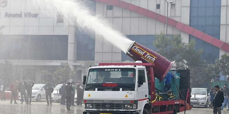 anti smog gun at work in Delhi